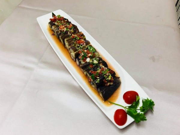 「連記甘味」的泰式涼拌紫茄。(圖由連記甘味提供)