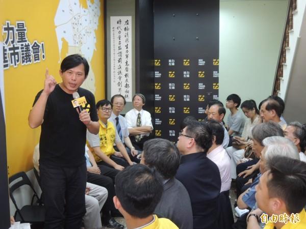 立委黃國昌舉慶富案、私校法為例,直言政商結構要打破,台灣民主才能深化(記者王榮祥攝)