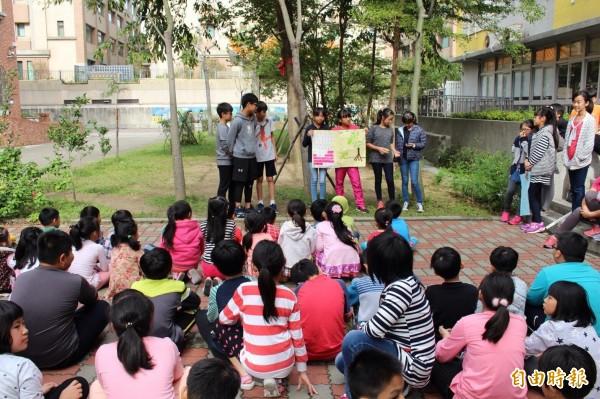 新竹市大庄國小推廣食農教育,讓學生體驗食物從產地到餐桌的過程,獲教育部金質獎肯定。(記者洪美秀攝)