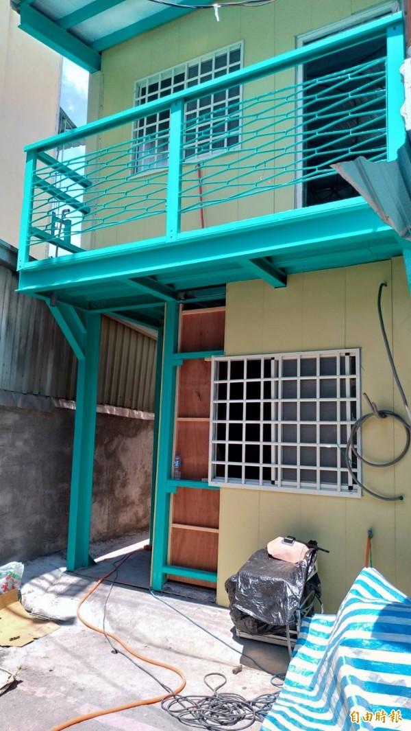 台灣寶島行善義工團協助陳家重建新居 。(記者丁偉杰攝)