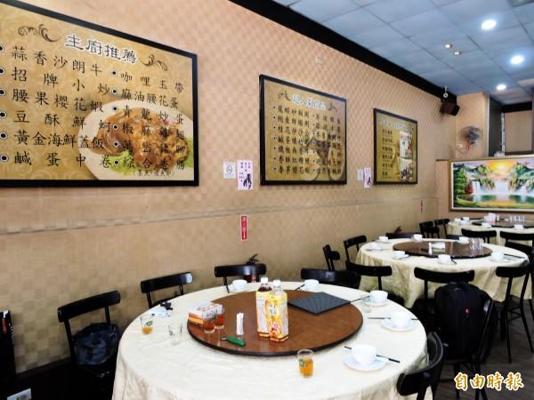 大祥海鮮餐廳有上百道料理,若不知如何點菜,可參考牆上的主廚推薦。(記者張菁雅攝)