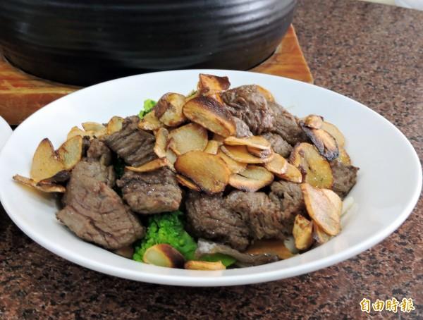 蒜香沙朗牛是主廚推薦。(記者張菁雅攝)