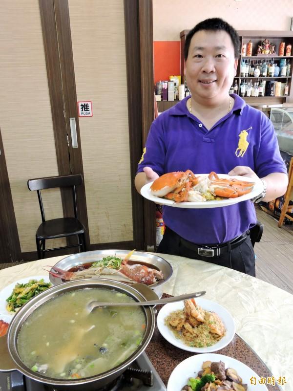 葉祥忠曾任職多家飯店,練就一身好手藝。(記者張菁雅攝)