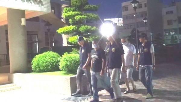 鹿港鎮代表會副主席郭熠水遭毆案,警方傳喚遭郭指控的林姓男子和蕭姓男子到案說明。(圖記者張聰秋翻攝)