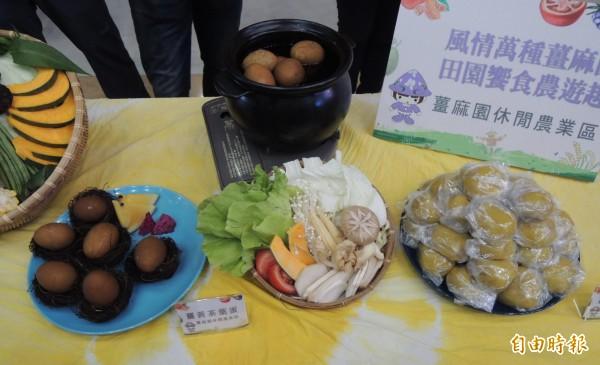 大湖鄉薑麻園休閒農業區主打薑黃產品,薑黃茶葉蛋口味獨特。(記者張勳騰攝)