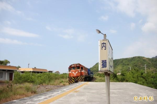 南迴線的內獅火車站,預計為恆春觀光鐵道從主線的出岔站點。(記者陳彥廷攝)