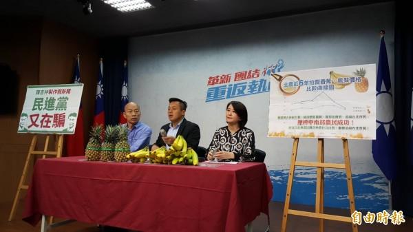 國民黨上午召開記者會,質疑韓國瑜(左)明天被北檢約談,就是民進黨的司法迫害,只因為韓的民調已經接近民進黨高雄市長參選人陳其邁。(記者施曉光攝)