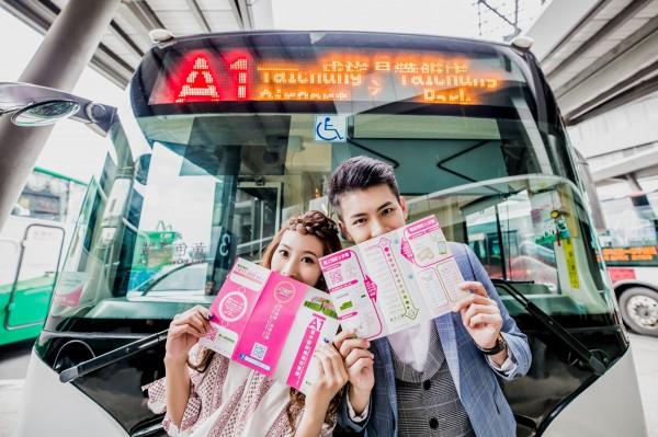 慶祝台中直飛東京首航,A1機場快線公車14日往機場的首班車提供半價優惠。(捷順交通提供)
