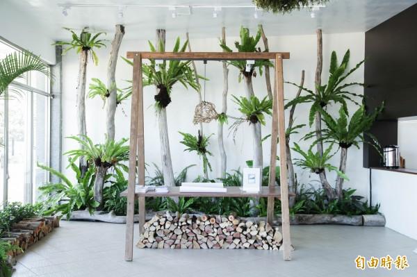 重現傳統山林智慧,排灣在地藝術家謝聖華以原生植物打造「Ina的記憶花園」。(記者陳賢義攝)