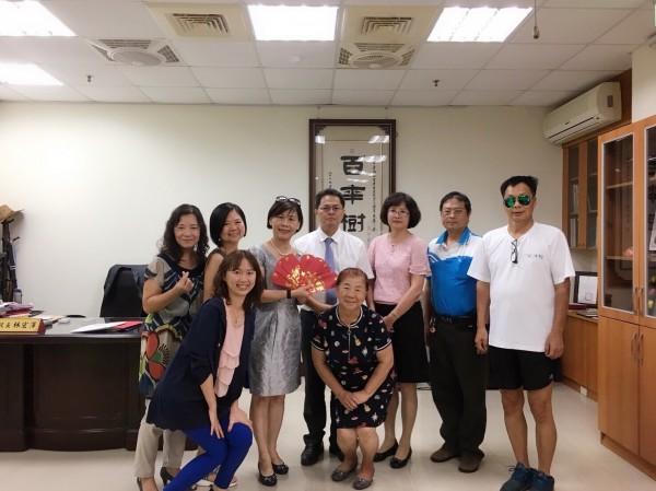 多位善心人士合力捐款協助台南啟智學校度過行政經費不足的難關。(林志榮提供)
