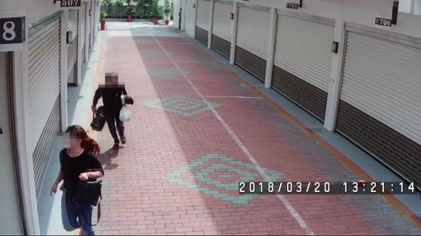 陸嫌和女友獲汽旅業者通報暗助,連忙偷偷換房逃避警方查緝。(記者黃良傑翻攝)