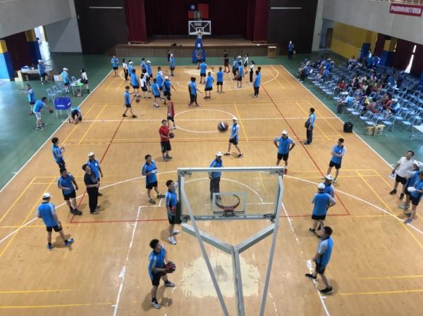 東勢分局舉辦籃球賽慶祝警察節。(記者歐素美翻攝)