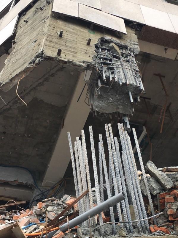 花蓮0206地震造成雲門翠堤大樓倒塌,大樓內14人死亡。(記者王錦義翻攝)