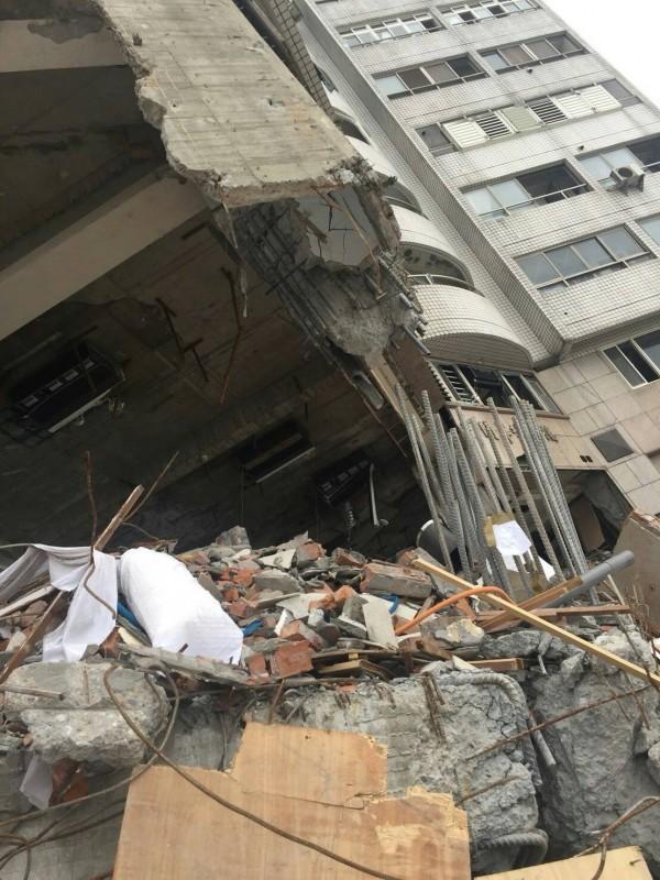 花蓮0206地震造成雲門翠堤大樓倒塌釀成大樓內14人死亡,花蓮地檢署認為設計不良與偷工減料是倒塌主因。(記者王錦義翻攝)