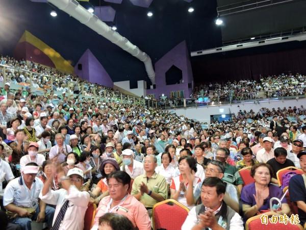 喜樂島聯盟召集人大會會場座無虛席。(記者張菁雅攝)