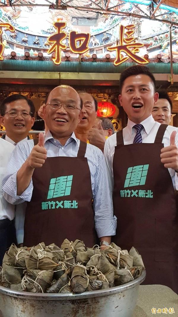 蘇貞昌與林智堅共同包粽,喊出「政績是選擇市長的唯一標準!」(記者蔡彰盛攝)