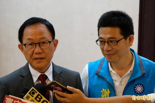 國民黨台北市長參選人丁守中(左)說,全力爭取各方面的支持。(記者林欣漢攝)