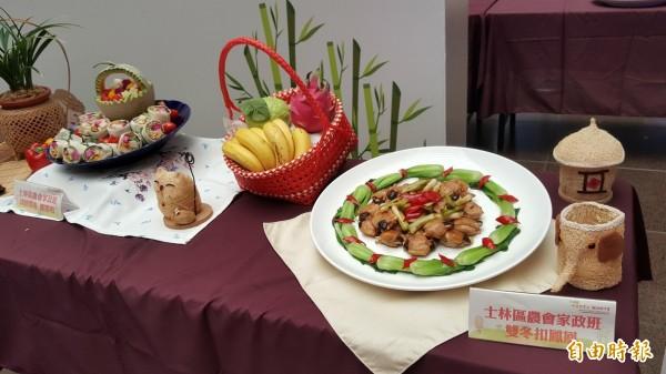 現場擺放以綠竹筍做的料理。(記者楊心慧攝)