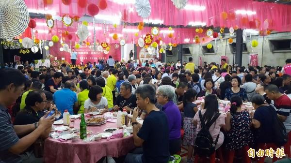 綠竹筍饗宴現場有千位民眾。(記者楊心慧攝)