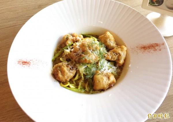咖哩唐揚雞義大利麵風味獨特,頗受歡迎。(記者吳俊鋒攝)