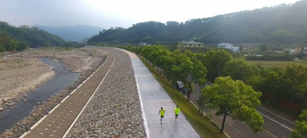 南庄山水路跑沿途景色優美,被譽為全國十大最佳路跑賽事之一。(記者鄭名翔翻攝)
