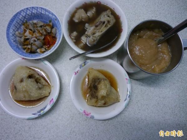 永芳亭已傳承至第三代,以肉粽搭配四神湯聞名。(記者張軒哲攝)