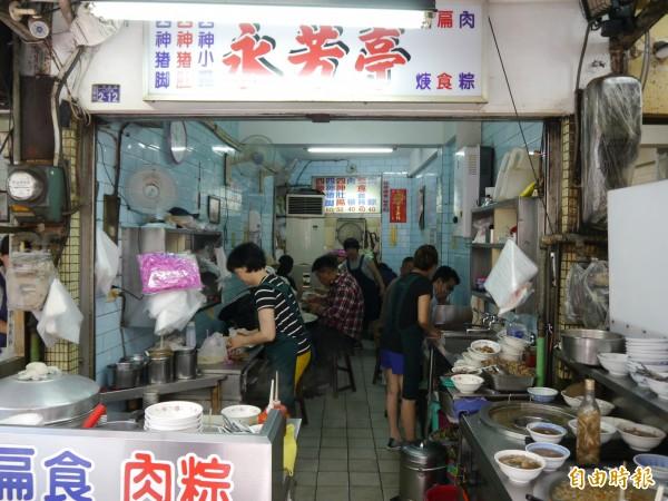 永芳亭是廟東夜市知名老店。(記者張軒哲攝)