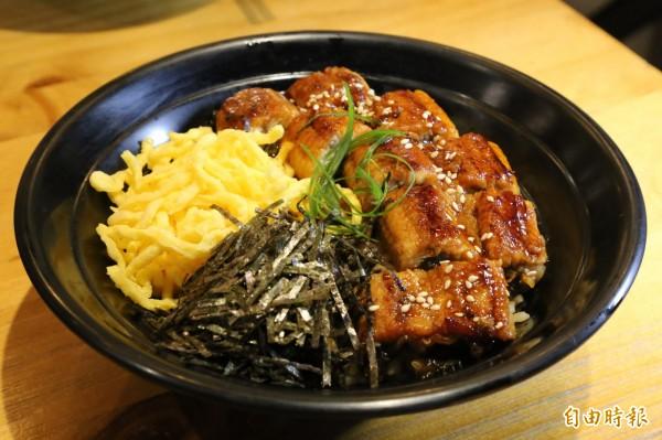 業者陸續推出鰻魚飯、豬排蓋飯、親子蓋飯等餐點,讓屏東食材有更多元的呈現。(記者邱芷柔攝)
