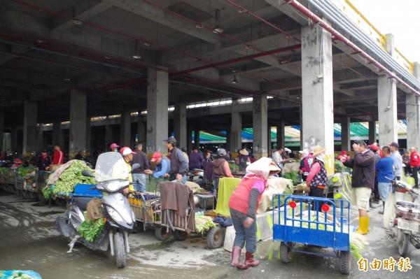 西螺果菜市場到貨量略減,每公斤均價27.1元。(記者林國賢攝)