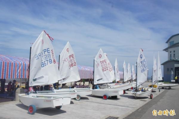台灣盃全國帆船錦標賽,即日起在觀音亭舉行一連兩天競技。(記者劉禹慶攝)