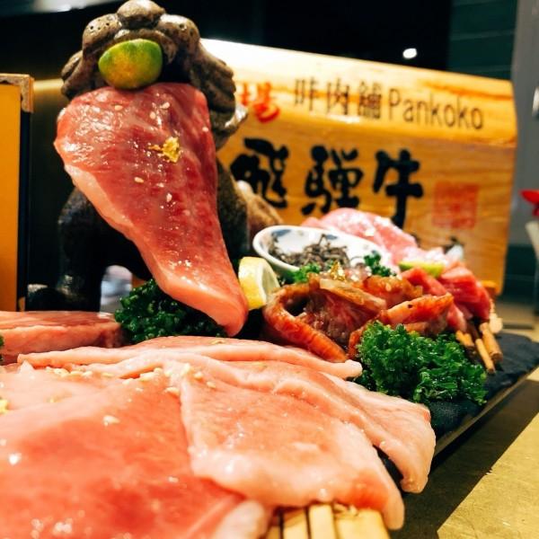「㕩(因同胖)肉舖Pankoko」店雖小,但也可以吃到日本和牛。(記者王捷翻攝)