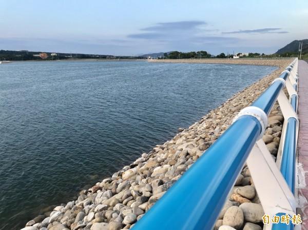 中庄調整池蓄滿水,以備水庫排砂期間,讓板新地區和北桃園地區穩定供水。(記者李容萍攝)