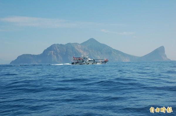 受強颱瑪莉亞環流影響,龜山島今天起封島3天。(記者游明金攝)