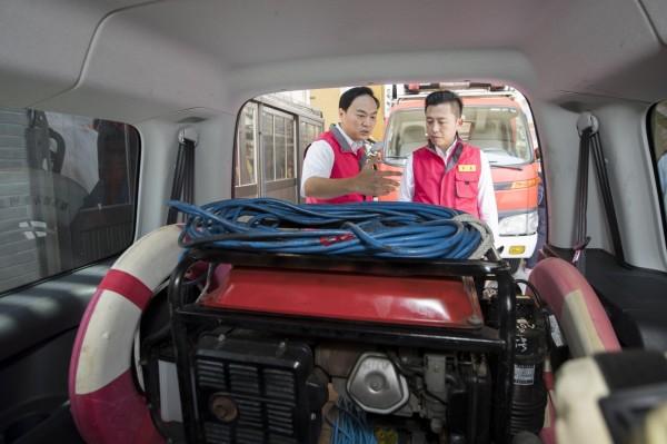 瑪莉亞颱風恐撲台,新竹市府各局處已啟動防颱機制,市長林智堅也前往視察各項防颱機制和設備運作。(照片由市府提供)