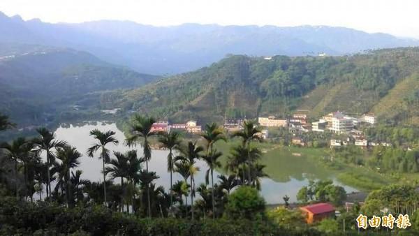 南投縣鹿谷鄉麒麟潭景色優美,兼具觀光及灌溉功能。(記者謝介裕攝)