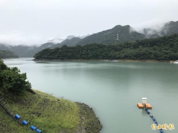 瑪莉亞帶來豐沛雨水,石門水庫解渴、水情恢復正常,水庫景色變得優美。(記者李容萍攝)