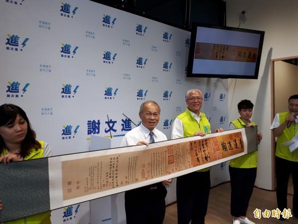 國民黨副主席林政則(左二)和國民黨籍多名市議員出席謝文進(左三)參選市長的說明會,備受關注。(記者洪美秀攝)