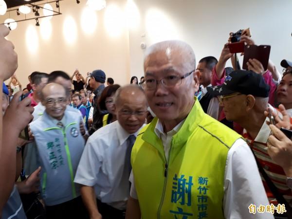 國民黨副主席林政則和國民黨籍多名市議員出席謝文進(前)參選市長的說明會,備受關注。(記者洪美秀攝)