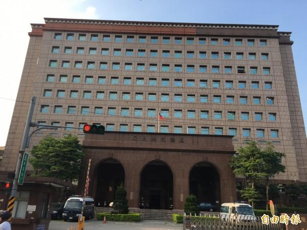 基隆地方法院審理後,江男持毒部分判處有期徒刑3月,另偽造署押部分則判處有期徒刑4月,均得易科罰金。(記者吳昇儒攝)