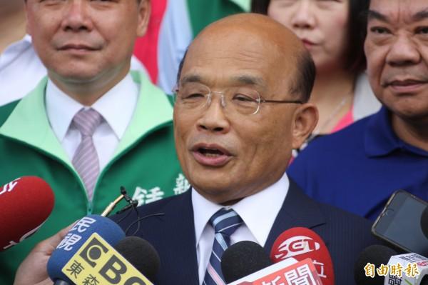 民進黨新北市長參選人蘇貞昌今早參拜五股賀聖宮。(記者葉冠妤攝)