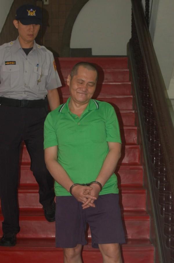 縱火燒死高齡父母等6人的翁仁賢,在高院更審庭訊中,竟一直保持微笑,毫無悔意。(記者楊國文攝)