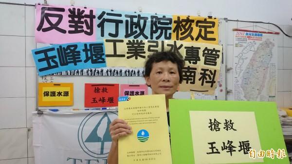 陳椒華表示,強烈反對玉峰堰另設工業專管引水到南科等工業區。(記者蔡文居攝)