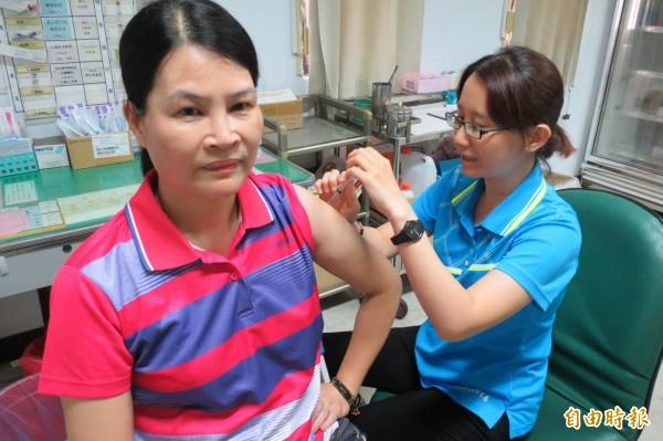 南投縣傳出2位民眾感染日本腦炎,南投縣衛生局已緊急採購1000劑疫苗,將為當地民眾注射。(檔案照,記者張協昇攝)