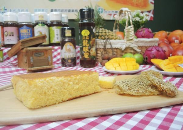 本周末的台北花博市集,提供充滿蜂蜜甜美香氣的蜂蜜蛋糕。(台北市產業發展局提供)