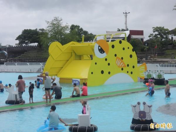 童玩節戲水設施頗富童趣。(記者江志雄攝)