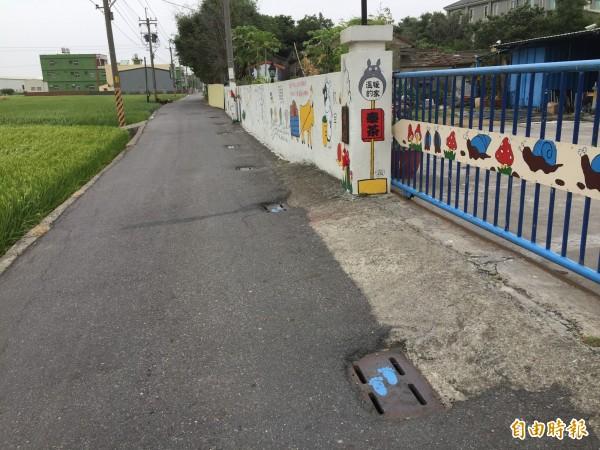 彰化伸港彰新路7段450巷被「封死」水溝蓋的原本樣貌。(圖由伸港鄉公所提供)