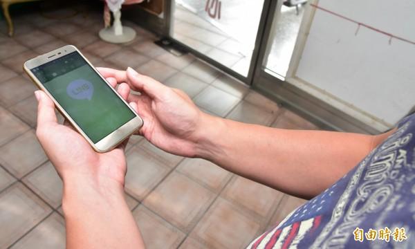 宜蘭縣30歲陳姓男子透過LINE、臉書等社團,佯稱要購買手遊帳號,或協助申辦信用卡等理由,騙取被害人個資,誘騙對方匯款,全台共有77人受騙上當,詐騙所得逾150萬元。圖為示意圖。(記者張議晨攝)