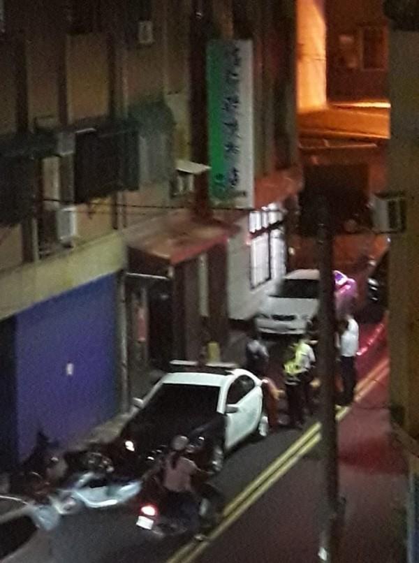 苗栗縣竹南鎮一家洗衣店驚傳兩人持刀互砍事件。(翻攝「竹南大小事」)