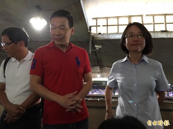 吳音寧(右)表示,未來將依照「台北市政府投資事業管理監督自治條例」,不出席北市議會施政報告與總質詢,僅會出席北市議會財建委員會相關專案報告。(記者蕭婷方攝)