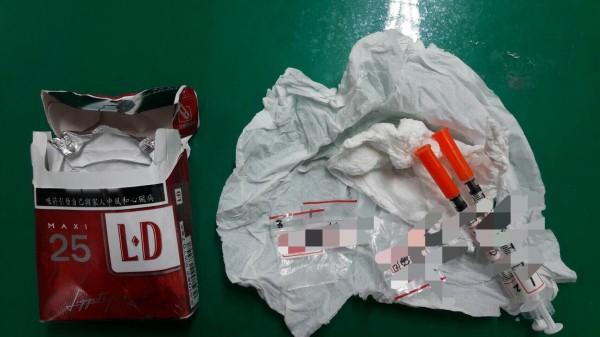 吳姓男子受毒品殘害30年無法自拔,又因持毒被保大迅雷警網查獲送辦。(記者黃良傑翻攝)